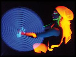 Eine Kunstform aus Blacklightbildern passend zur Musik choreografiert