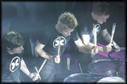 Die Percussionisten animieren das Publikum zum Interagieren