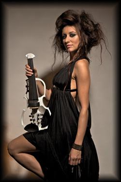 Klassische Soli, dargeboten von einer sexy Violinistin
