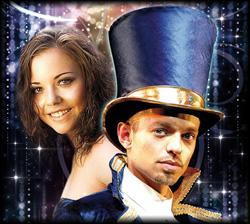 Das Magier Duo zaubert inmitten des Publikums mit witziger und intelligenter Moderation