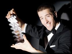 Der amtierende deutsche Meister der Magier verblüfft mit kühnsten Illusionen