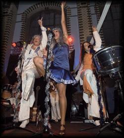 Diese Partyband präsentiert Ihnen die größten Discoklassiker in einer Besetzung die beliebig erweitert werden kann