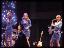 Damenpartyband spielt Tophits der 70er bis aktuelle Hits