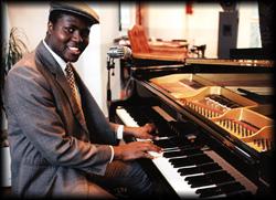 Der Pianist spielt gehobene Unterhaltungsmusik von Evergreens bis Gospel