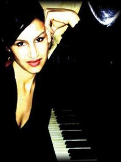 Attraktive und charmante Pianistin, Soulsängerin und Moderation
