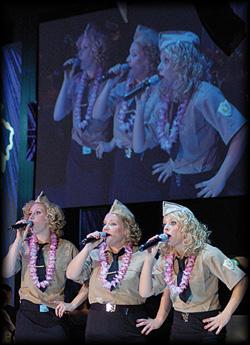 Das Damentrio doublet die us-amerikanische Girlgroup: Andrews Sisters