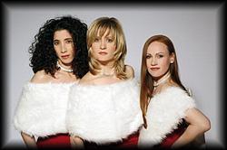 Andrews Sisters Trio Double performt eine komplette Revival Show in deutsch und englisch