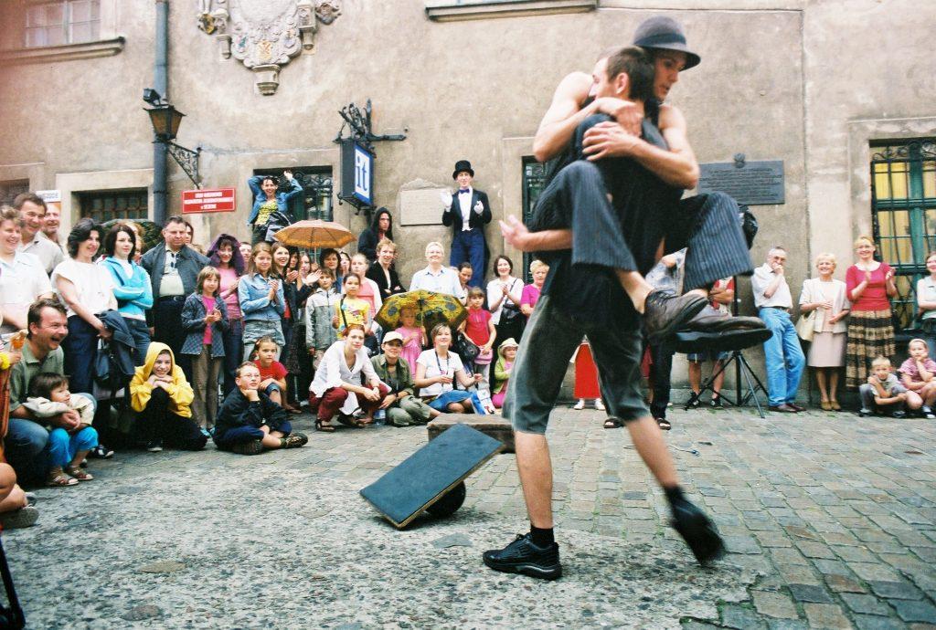 Street-show-entertainment