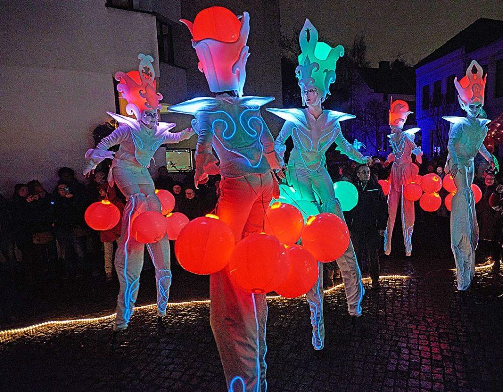 LED-stilts-drums-strolling