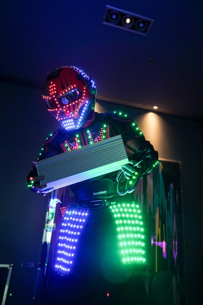 LED-stilts-light-product-presentation