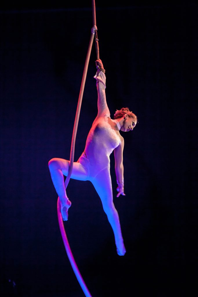 Vertical-rope-circus-performer