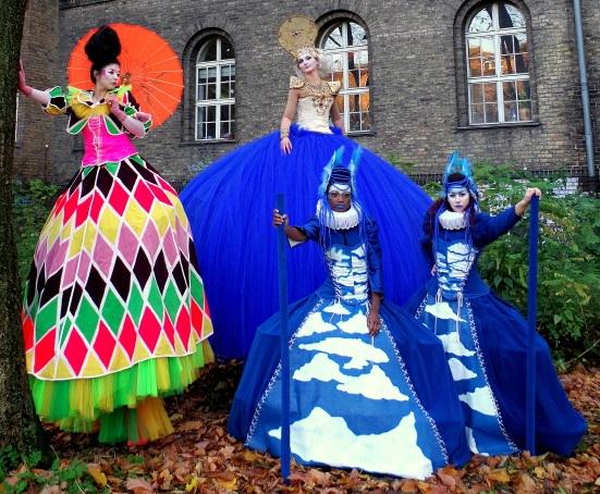Venetian- fantasy-costume- o-stilts