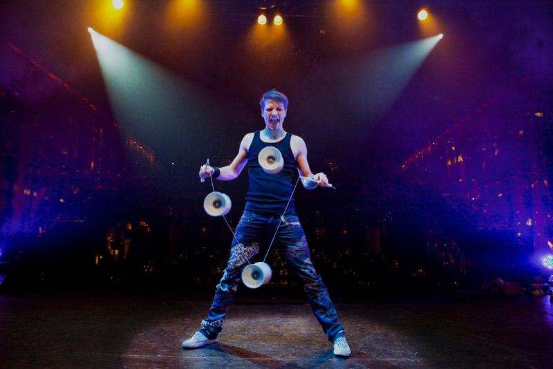 Circus-performer-berlin