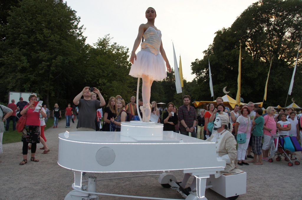 Streetpiano-with-Ballet-dancer
