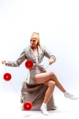 female-circus-entertainment
