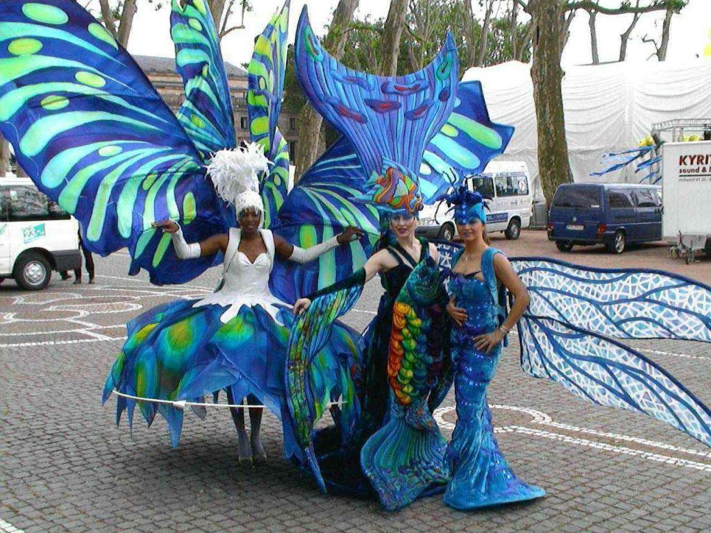 Fish-an-Dragonfly-costume-for-welcome-reception