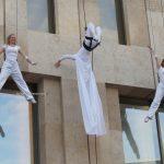 aerialist-drum-show-circus-performer