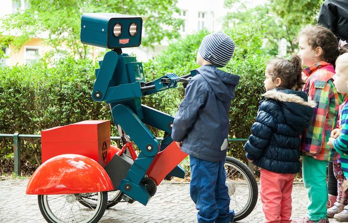 Walk-around-talking-robot